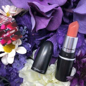 MAC Cosmetics Mini Lipstick in Velvet Teddy